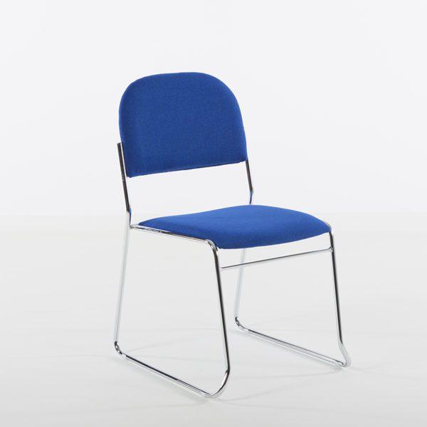 Vesta i blå skai, stort utvalg av stoler til kontor, kantine